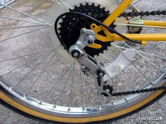 Sepeda Unik dengan Dua Sadel - Aneh Tapi Nyata