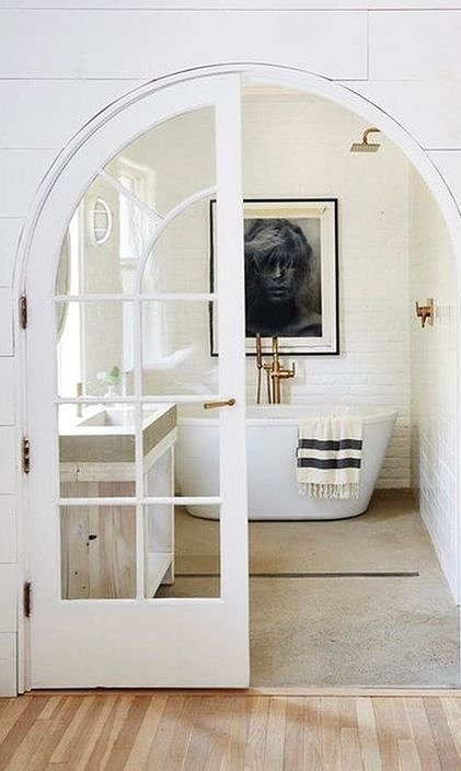 white bathroom decor idea