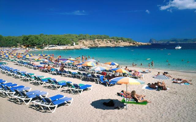 Praia Cala Bassa em Ibiza