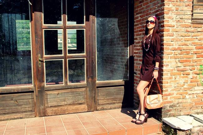 cokoladno braon haljina retro outfit ideja