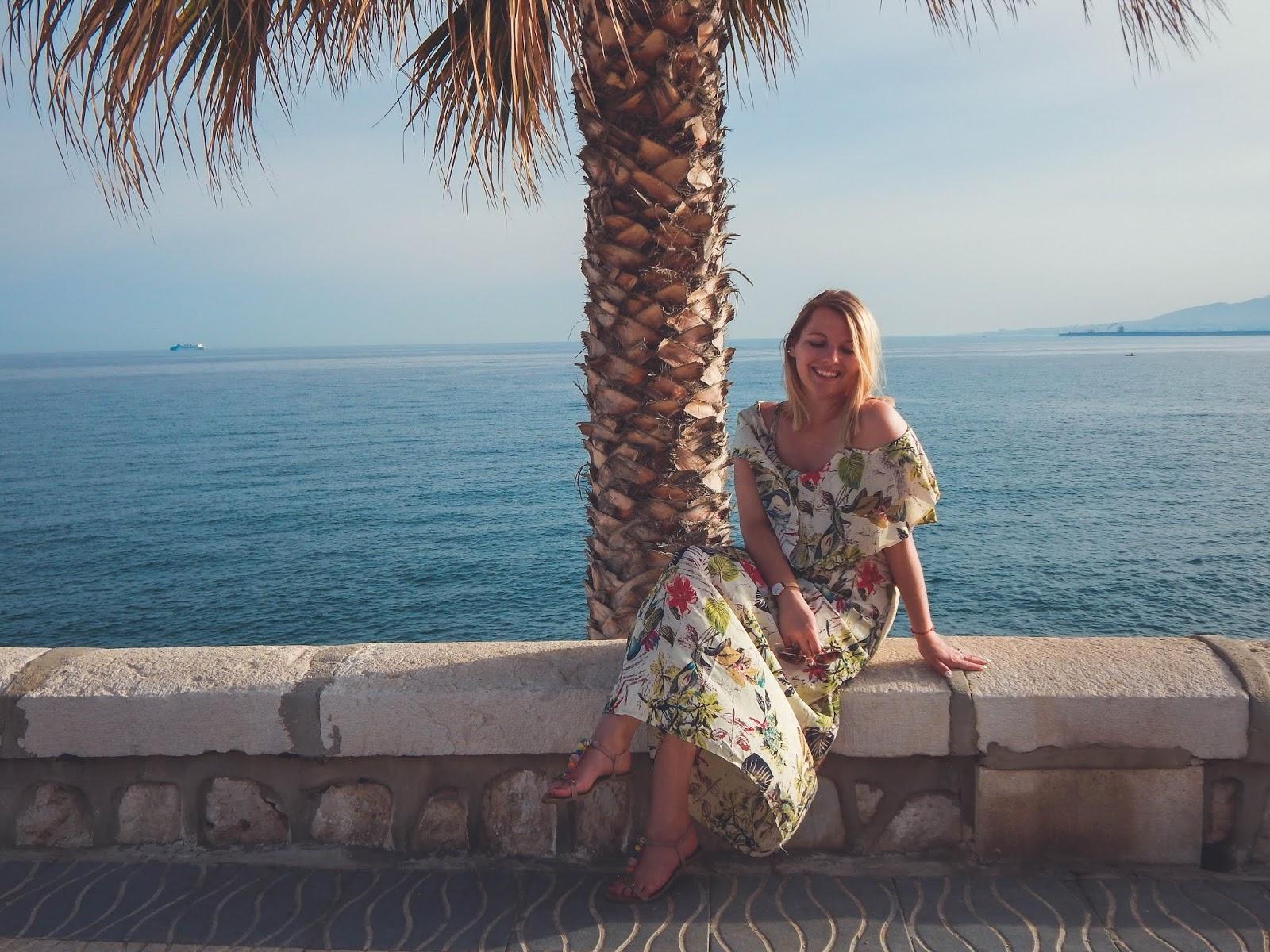 kaszmir sukienka maxi w palmy na wakacje malaga urlop wczasy co robić ładne miejsca sesja zdjęcia melody włosy krótkie blond ścinać fryzjer łódź melodylaniella blog fashion hairstyle krótkie włosy fryz