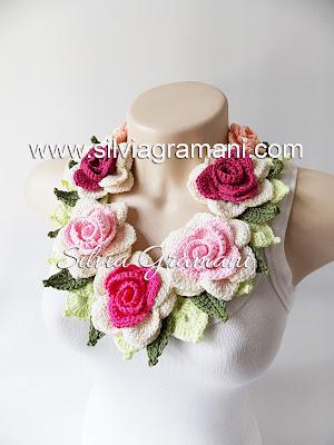 Colares com Rosas de Crochê