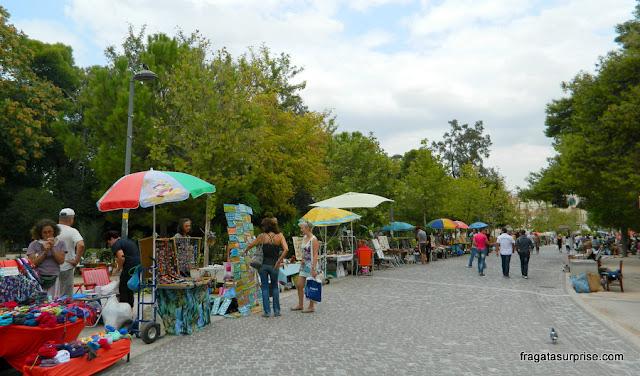 Feira de artesanato e antiguidades em Atenas