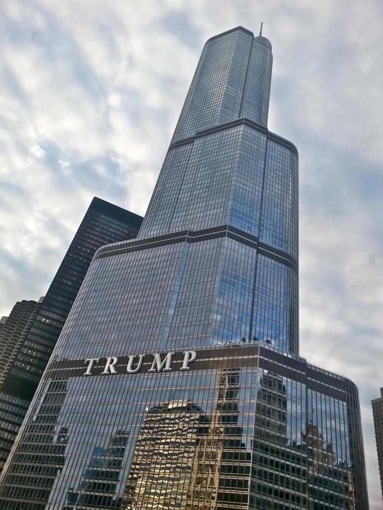 La tour Trump de Chicago LE MÉDIA TV