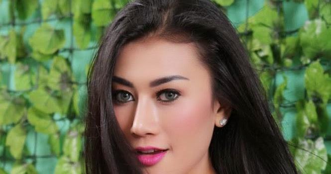 Foto Seksi: Model Indonesia Tika Soehartono Toge Toket