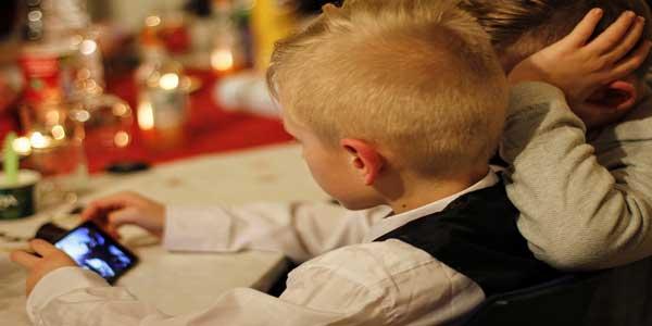 Cara Mengurangi Waktu Bermain Gadget Anak