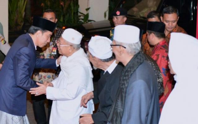 Dituduh anti Islam, Faktanya Jokowi sangat Dekat dengan Para Ulama