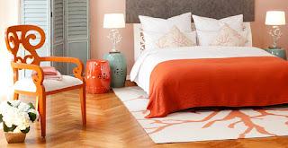 cuarto decorado con naranja