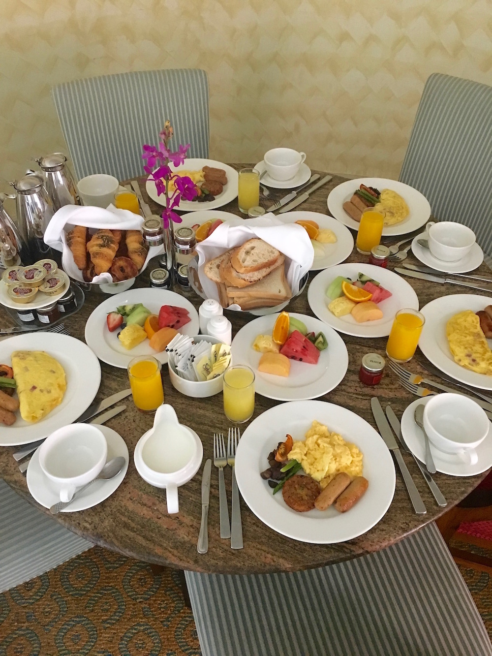 atlantis the palm dubai breakfast