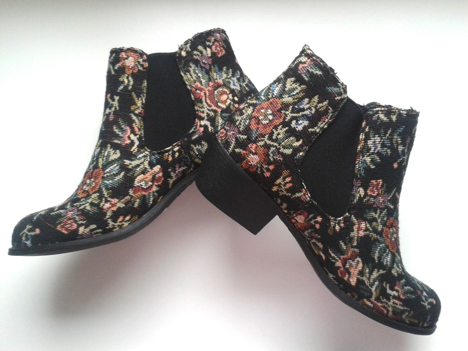 New Look Black Tapestry Floral Low Heel Chelsea Boots