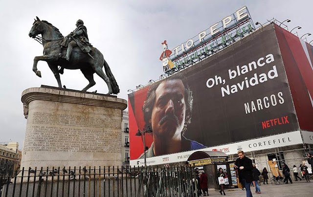 Cartel de Narcos en el centro de Madrid