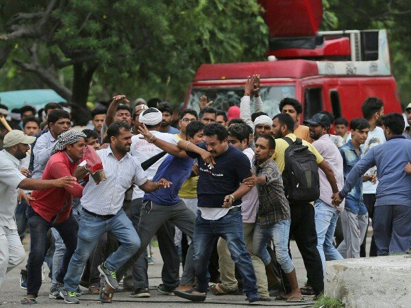 राजनीतिक फायदे के लिए होने दी गई हिंसा : हाई कोर्ट