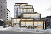 宛如小山丘般的商業綜合大樓,藏有細膩的空間美學與思想厚度