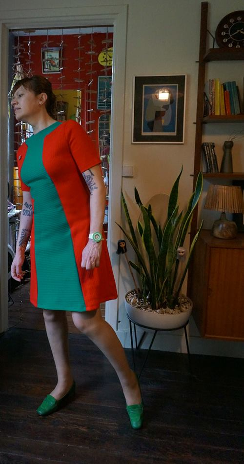 Dress with contrasting front colorblock Simplicity pattern 8591 1969 vintage sew mod twiggy 1960s 60s années 60 robe