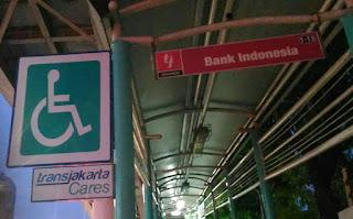 Plang Transjakarta Cares di Halte Bank Indonesia
