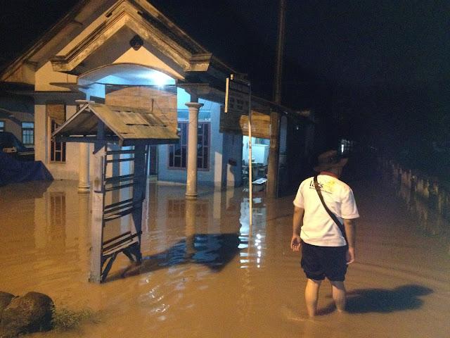 Banjir masih menggenangi rumah warga di Desa Curahlele Kec. Balung