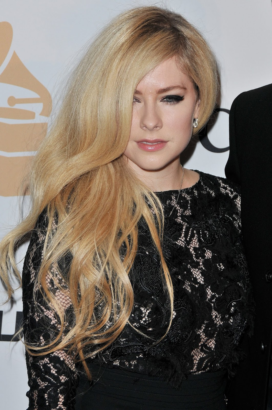 Red Carpet Dresses: Avril Lavigne - Pre-GRAMMY Gala 2016 Avril Lavigne