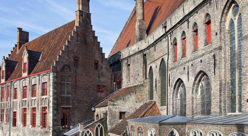 Charming architecture in Bruges, Belgium - found on Hello Lovely Studio