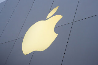 "Apple sues Qualcomm, saying chipmaker withheld $1B as ""extortion"""