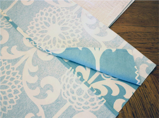 The Decorated House - How to Make a 5 Min Pillow Cover - Tutorial