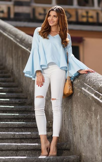 great outfit with white ripped jeans : blue blouse + bag + nude heels