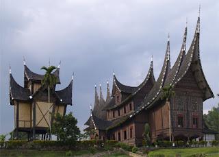 Tampak belakang Istana Pagaruyung, Padang, Sumatera Barat