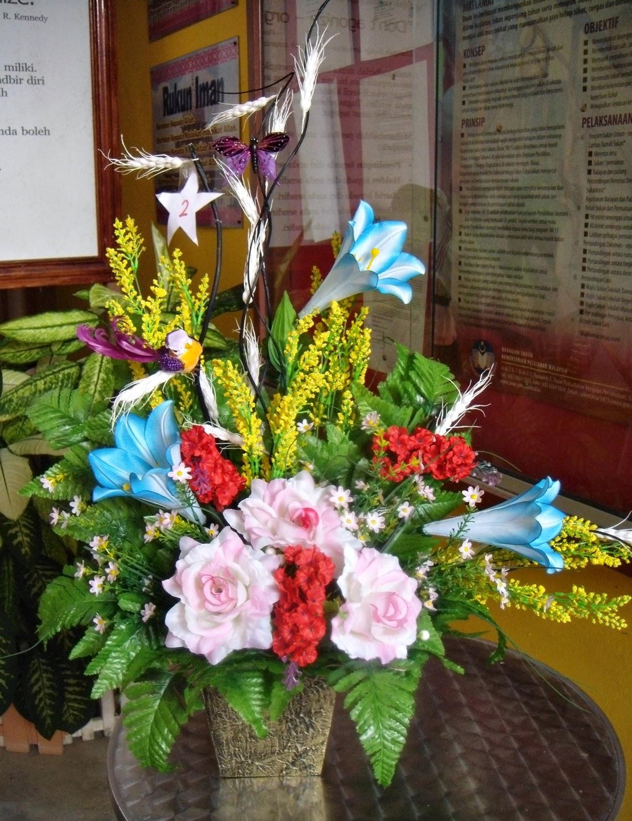 Various Forms of Beautiful Rose Flower Arrangements Selling Roses