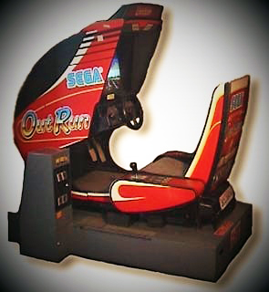 Imagen con una recreativa de Out Run (Sega, 1986)