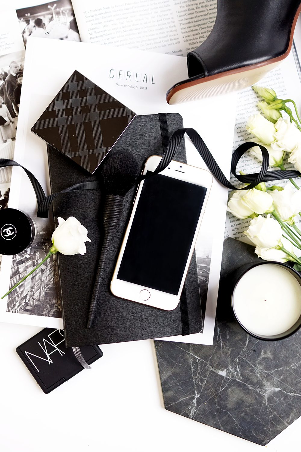 barely-there-beauty-flatlay-photography-blog-style-lifestyle-digital-detox