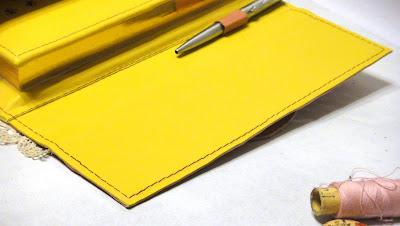 Блокнот ручной работы: петля под ручку на развороте - подарок рукодельнице