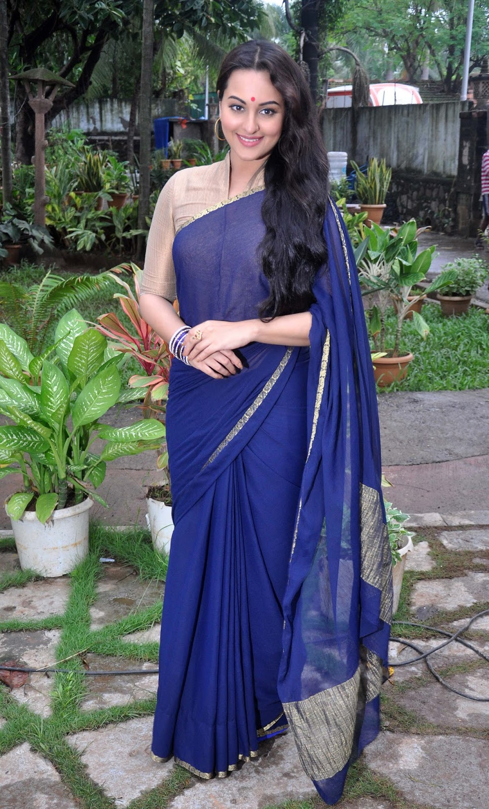 Bollywood Hot Actress Sonakshi Sinha Hip Navel Show Stills In Blue Saree