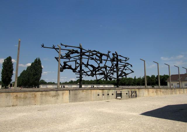 Campo de Concentração Dachau: monumento do iugoslavo Glid,