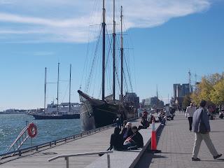 Toronto, waterfront, bord de l'eau, bateaux, touristes