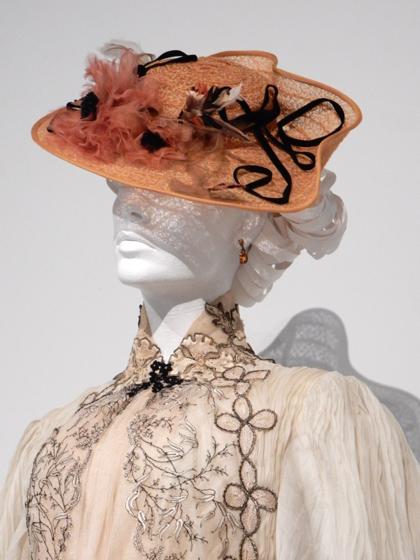 Edith Cushing hat Crimson Peak