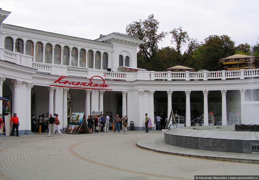 Колоннада (фрагмент) - главный вход в Курортный парк Кисловодска