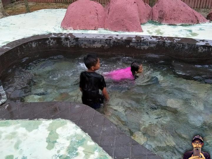 Ibu Hamil Dilarang Mandi di Kolam Air Panas Semulajadi