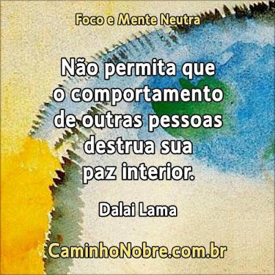 Não permita que o comportamento de outras pessoas destrua sua paz interior. Dalai Lama