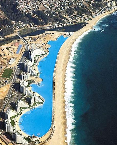 La piscina más grande del mundo esta en Chile.