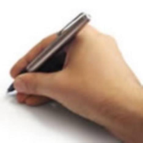 Mão escrevendo. #PraCegoVer