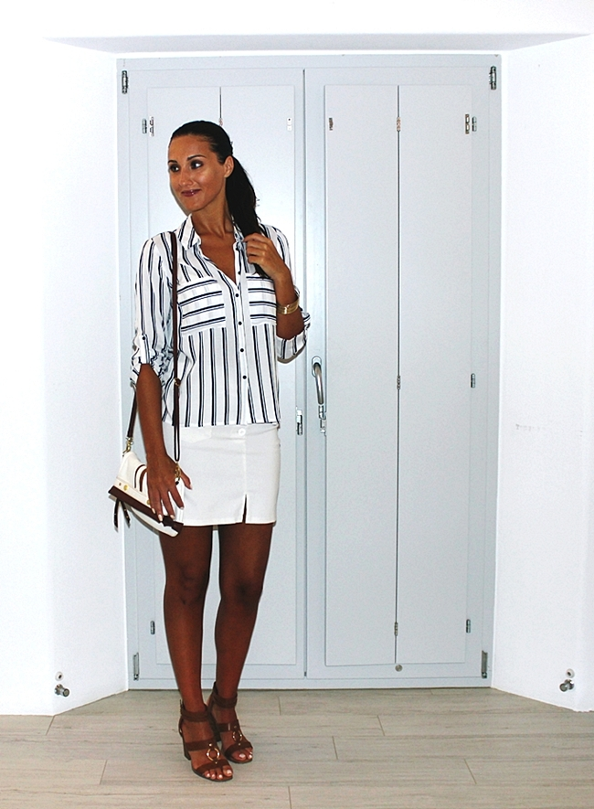 Stradivarius white shirt with blue stripes.Best holiday looks.Voi&Noi brown sandals.H&M gold bangle.