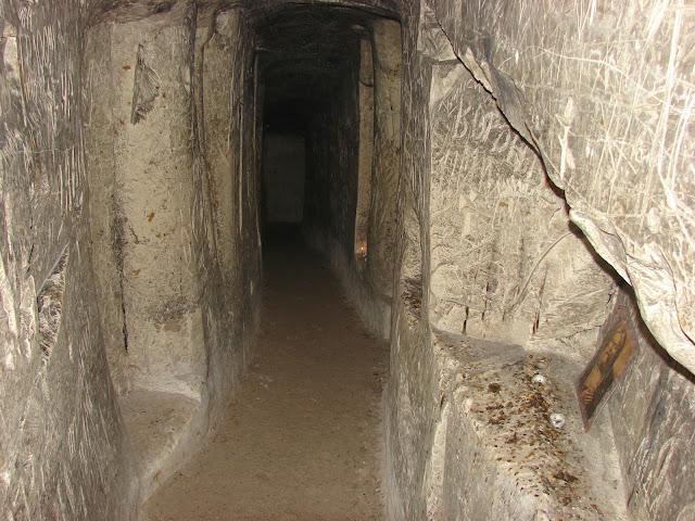 Подземные меловые коридоры в Святогорской лавре