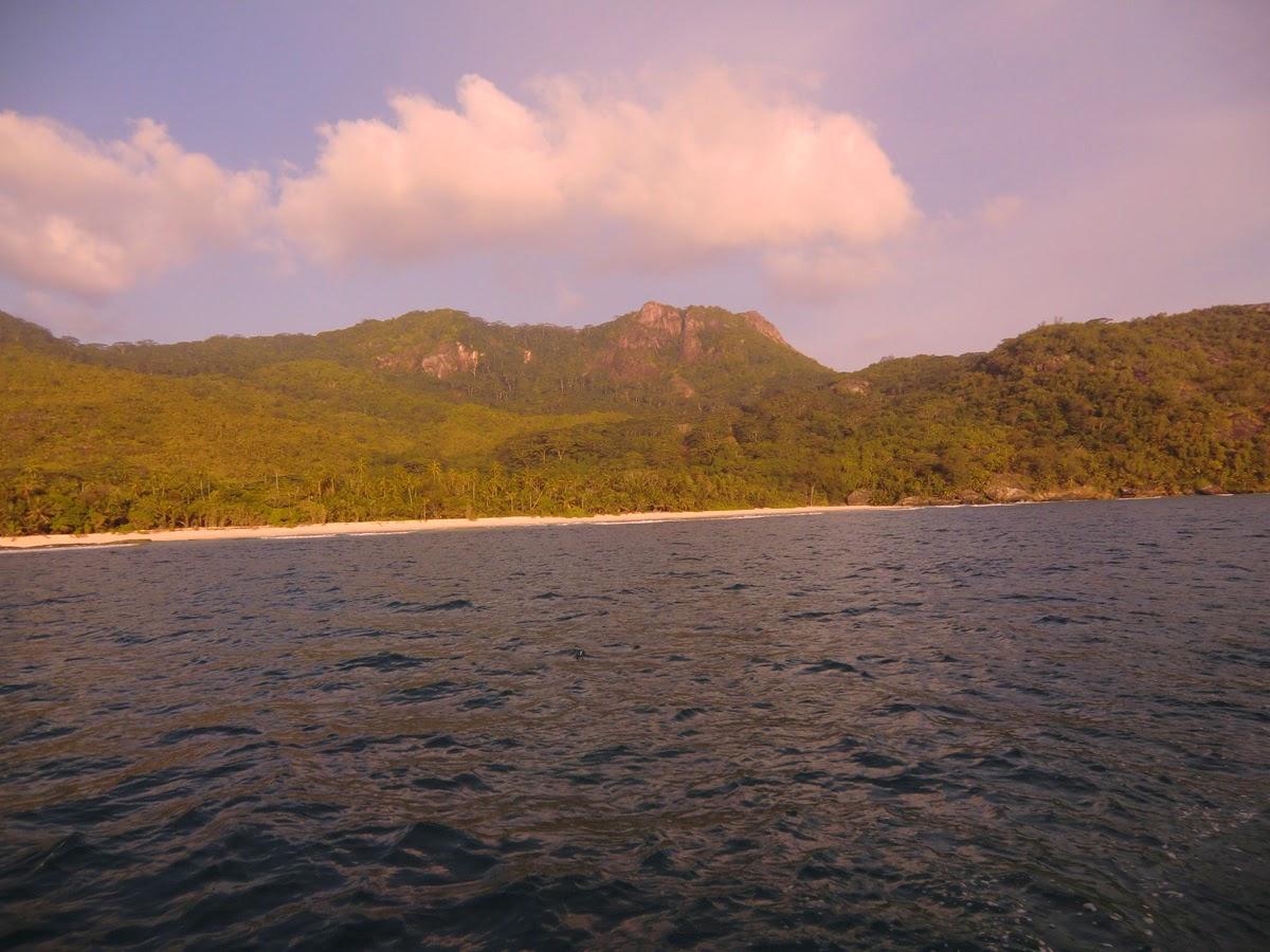Ostrov-Siluet-Seycheli