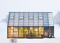 Kış mevsiminde bir cam sera