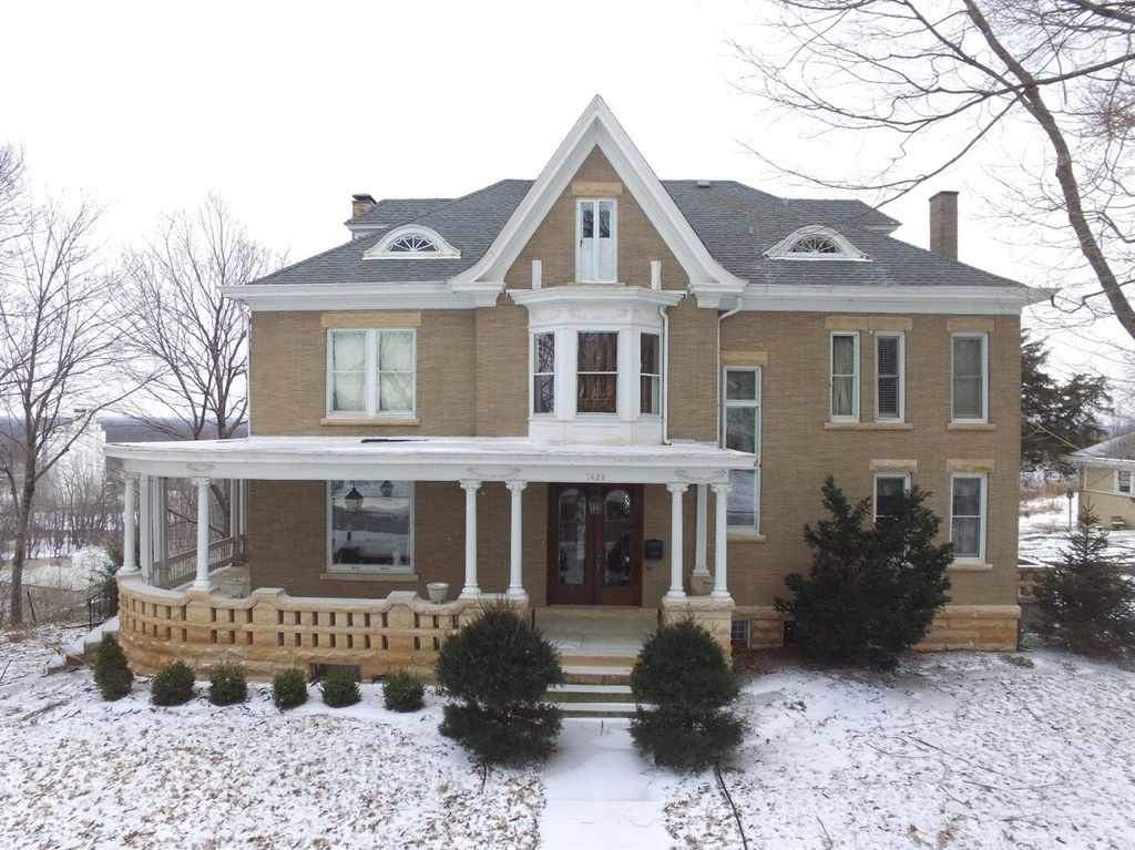 This House Is Either Off The Market Or Sold. According To Real Estate  Sites, It Is Off The Market, But On Another Popular House Blog, Old House  Dreams, ...