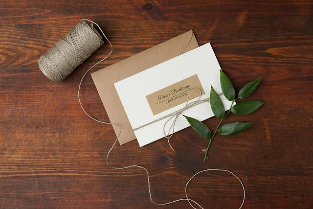 Proste elegancki zaproszenia na ślub od Mirabilia.