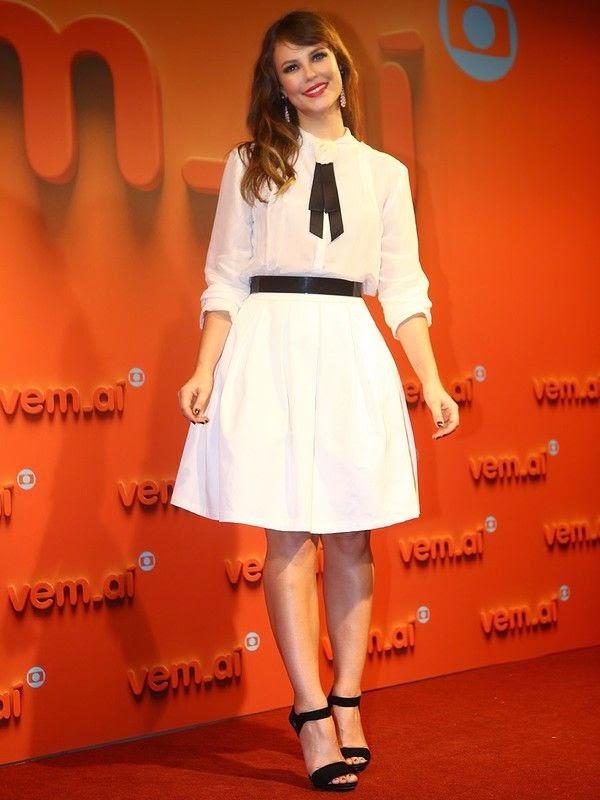 Paola Oliveira atriz, festa da globo vestido branco