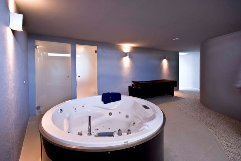 Round hot tub in the modern Mallorcan villa