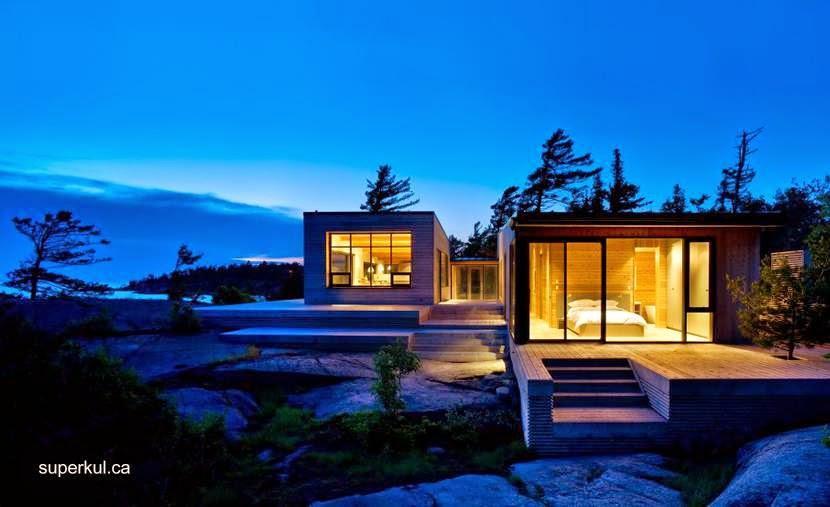 Par de volúmenes de la estructura de madera de la cabaña canadiense contemporánea