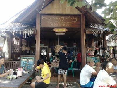 salah satu cafe di wisata batu karas