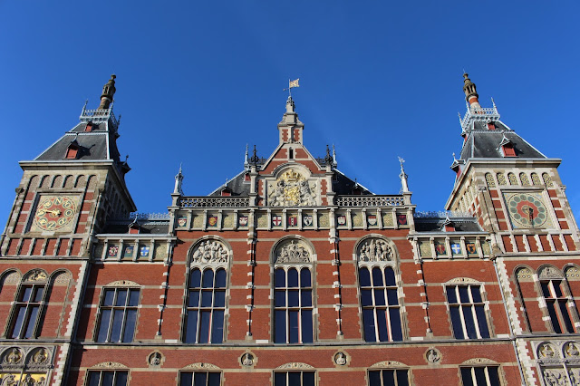 The Butterfly Balcony - Wendy's Week Liverpool to Amsterdam - Amsterdam Centraal Station, showing off its gilding in the evening sunlight
